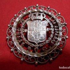 Joyeria: PRECIOSO BROCHE DE MONEDA DE PLATA CALADA DE ISABEL II DE 20 REALES , TROQUELADA , . Lote 76642747