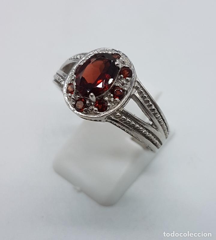 Joyeria: Gran anillo de estilo rococó en plata de ley contrastada con granates talla brillante y oval . - Foto 2 - 78186833