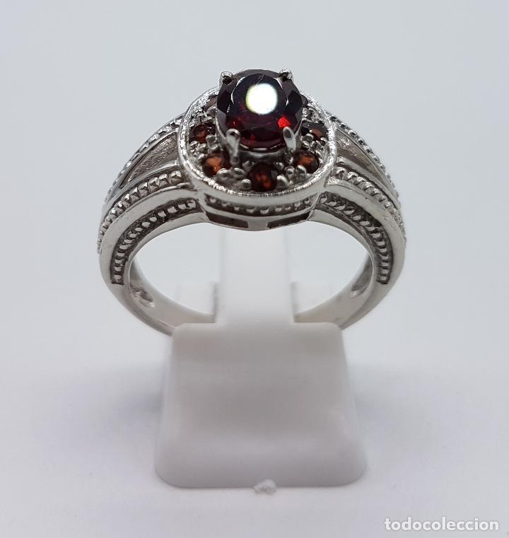 Joyeria: Gran anillo de estilo rococó en plata de ley contrastada con granates talla brillante y oval . - Foto 3 - 78186833