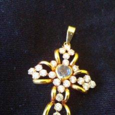 Schmuck - Preciosa cruz de oro de 18 kt y zirconitas - 86596140