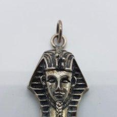 Jewelry - Colgante antiguo egipcio de busto esfinge de Tutankamon en plata de ley repujada y cincelada . - 89457884