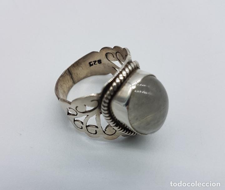 Joyeria: Magnífico anillo antiguo en plata de ley cincelada a mano con cabujón de cuarzo ahumado rutilado . - Foto 5 - 92113750