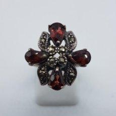Joyeria - Anillo antiguo en plata de ley contrastada con granates talla pera y marquesitas talla brillante . - 93120220