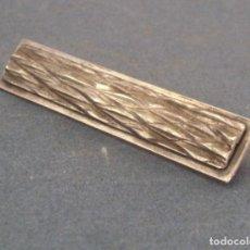 Joyeria: BROCHE RECTANGULAR EN RELIEVE, DE PLATA 830 (5,5X1CM APROX). Lote 94026250