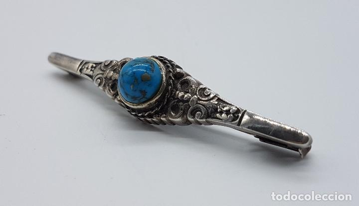 Joyeria: Broche antiguo de estilo imperio en plata de ley repujada con cabujón de turquesa auténtica . - Foto 3 - 94958183