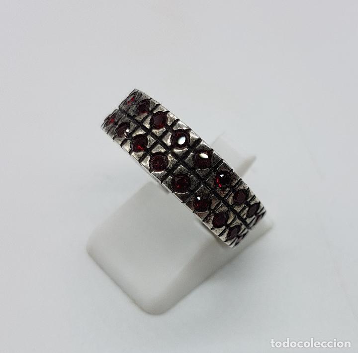 Joyeria: Anillo antiguo en plata de ley contrastada con pavé de granates talla brillante incrustadas . - Foto 2 - 94990331