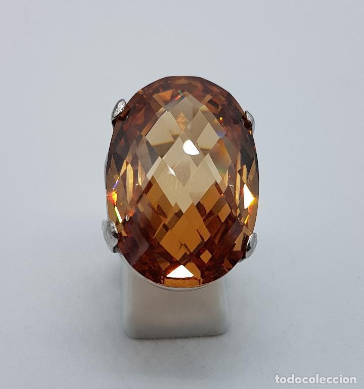 286416375904 Espectacular anillo antiguo en plata de ley contrastada con gran topacio  dorado imperial talla oval. Compartir lote