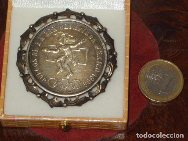 Broche Colgante De Plata Con Moneda De 25 Pesos Comprar Broches