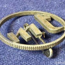 Joyeria - Broche prendedor aguja moneda plata calada iniciales mt a partir moneda dos pesetas alfonso XII XIII - 97104191