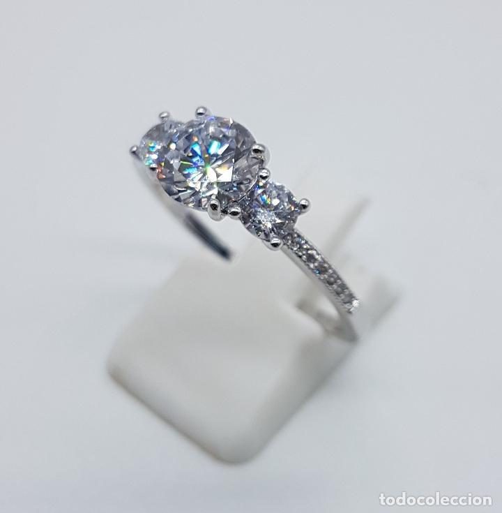 Joyeria: Bella sortija vintage tipo solitario chapado en plata de ley con circonitas talla diamante . - Foto 2 - 107907902