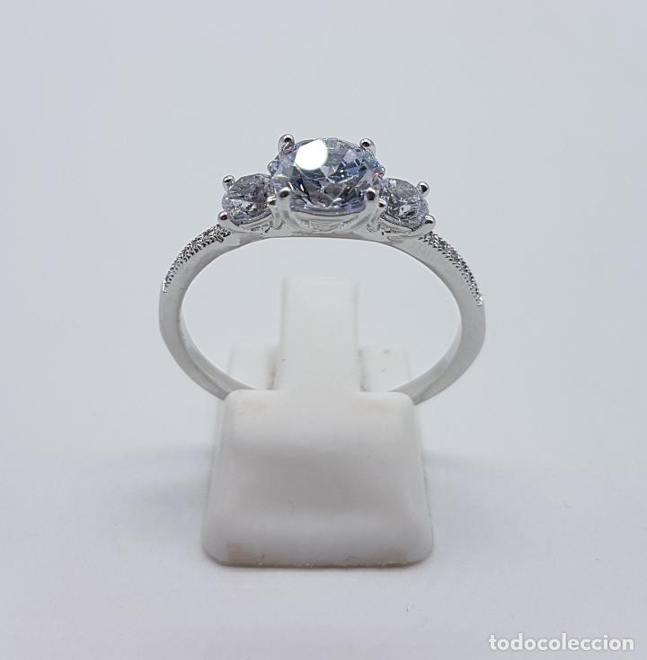Joyeria: Bella sortija vintage tipo solitario chapado en plata de ley con circonitas talla diamante . - Foto 3 - 107907902