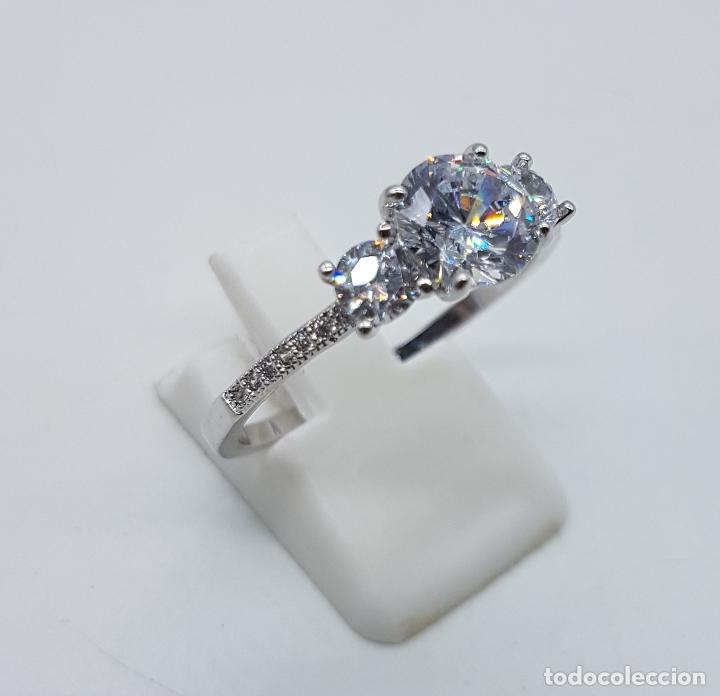 Joyeria: Bella sortija vintage tipo solitario chapado en plata de ley con circonitas talla diamante . - Foto 4 - 107907902