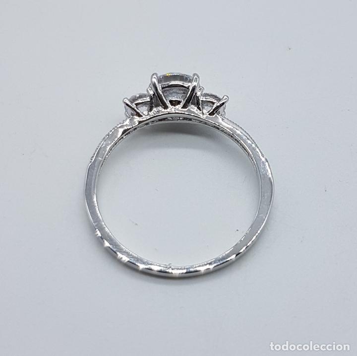 Joyeria: Bella sortija vintage tipo solitario chapado en plata de ley con circonitas talla diamante . - Foto 5 - 107907902