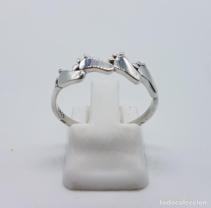 Joyeria: Original anillo tipo vintage en plata de ley contrastada con huellas de pie bellamente troquelados . - Foto 3 - 98721015