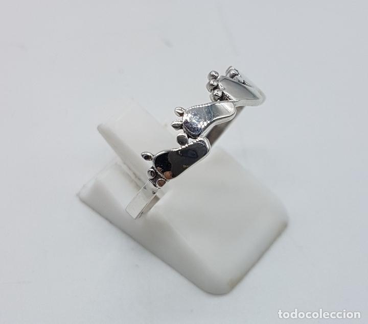 Joyeria: Original anillo tipo vintage en plata de ley contrastada con huellas de pie bellamente troquelados . - Foto 4 - 98721015
