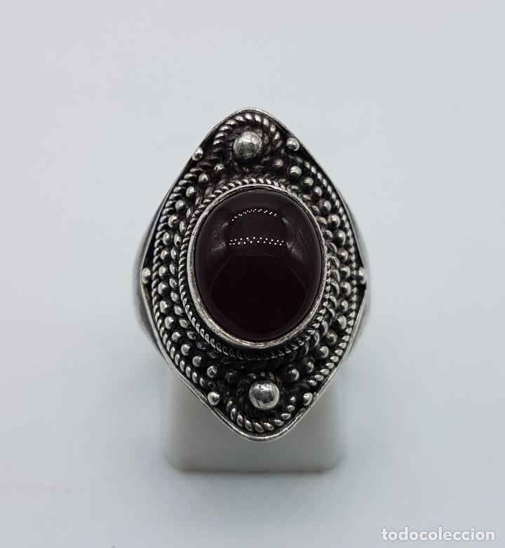 Joyeria: Anillo antiguo en plata de ley contrastada y labrada con cabujón de ágata roja autentica . - Foto 2 - 192697781