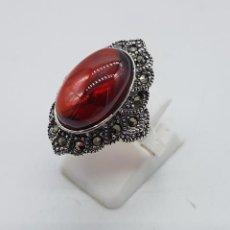 Joyeria - Gran sortija de estilo gotico en plata de ley, marquesitas y gran cabujón de granate autentico . - 102836703