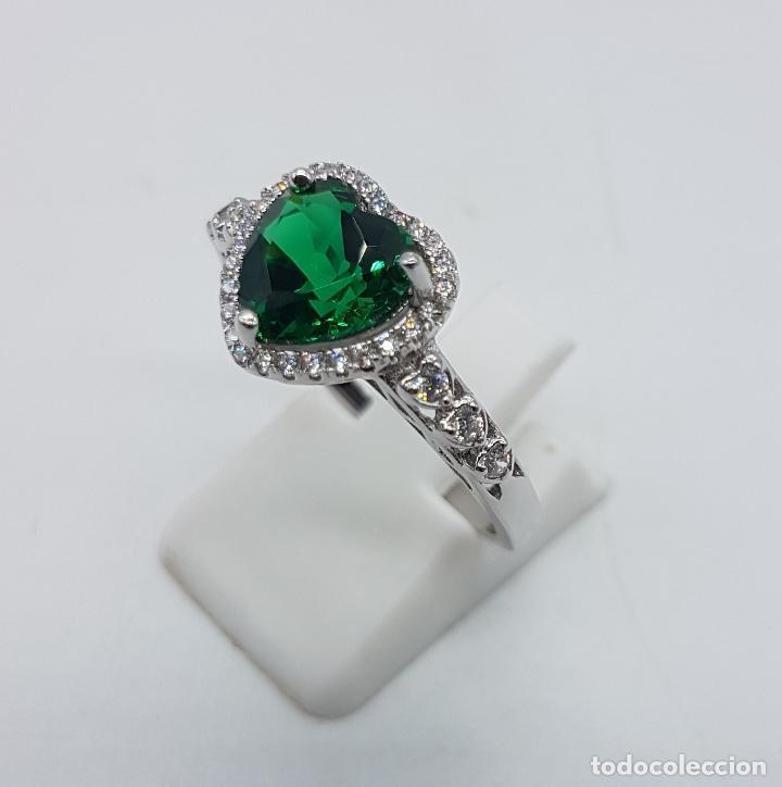 Joyeria: Anillo tipo pedida en plata de ley con topacio verde esmeralda talla corazón engarzado y circonitas. - Foto 2 - 151658594