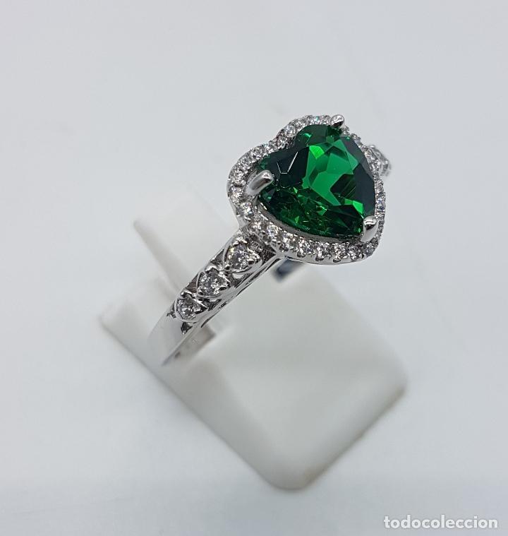 Joyeria: Anillo tipo pedida en plata de ley con topacio verde esmeralda talla corazón engarzado y circonitas. - Foto 4 - 151658594