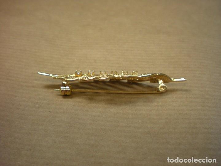 Joyeria: Broche dorado con forma hoja y pedrería 6x1,5cm - Foto 2 - 100295719