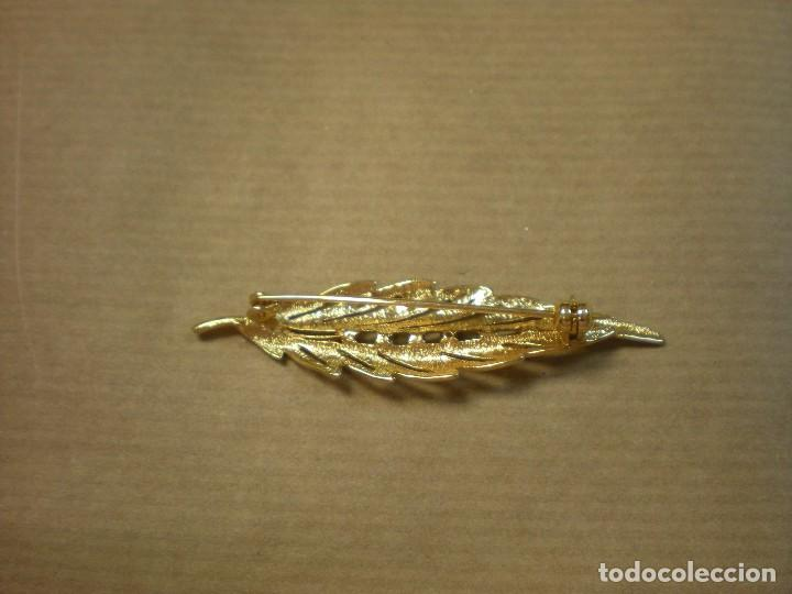 Joyeria: Broche dorado con forma hoja y pedrería 6x1,5cm - Foto 3 - 100295719