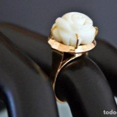 Jewelry: C1960 - PRECIOSA SORTIJA CON GENUINO CORAL BLANCO NATURAL DE 14MM Y MONTURA EN ORO DE 18 QUILATES -. Lote 100305095