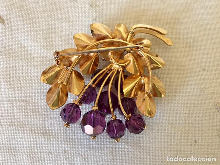 Joyeria: Broche dorado y cristales años 50 - Foto 2 - 101649068