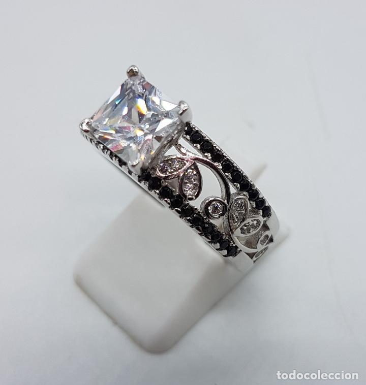 Joyeria: Anillo de estilo art decó en plata de ley contrastada, circonitas blancas y negras talla brillante . - Foto 2 - 229286020