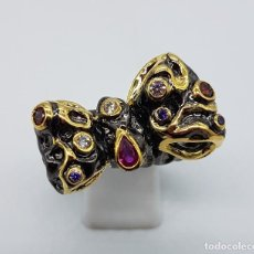 Joyeria - Anillo de diseño sofisticado estilo vintage con acabados en oro de 18k y piedras semipreciosas . - 102456147