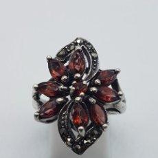 Joyeria - Anillo antiguo en plata de ley contrastada con granates talla marqués y marquesitas talla brillante. - 102458603