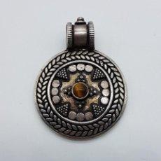 Jewelry - Medallón antiguo de estilo chaman en plata de ley contrastada y cincelada, cabujón de ojo de tigre . - 103151639