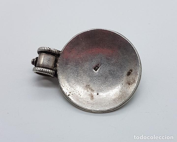 Joyeria: Medallón antiguo de estilo chaman en plata de ley contrastada y cincelada, cabujón de ojo de tigre . - Foto 5 - 103151639