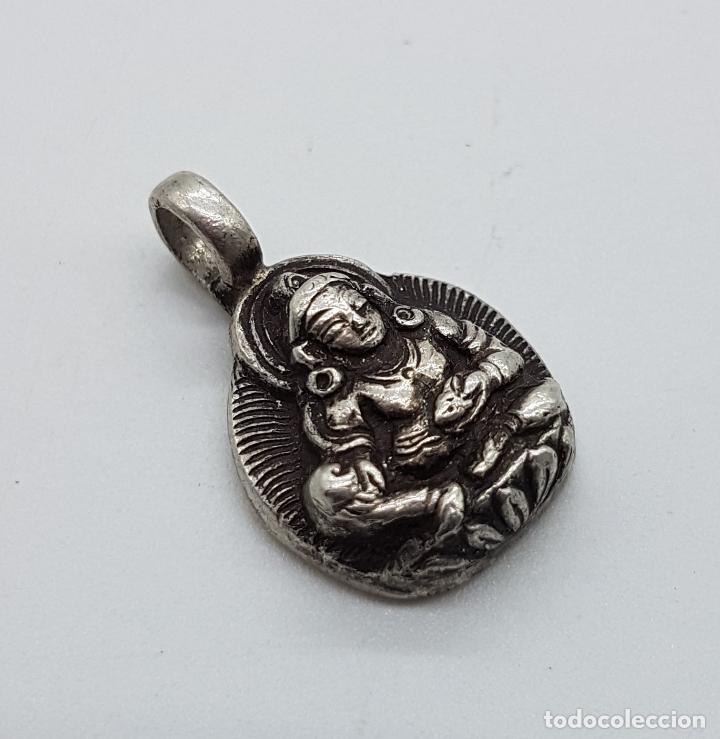 Joyeria: Colgante antiguo nepalí en plata de ley contrastada con motivo de buda bellamente cincelado a mano . - Foto 4 - 103155655