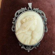 Joyeria - Irrepetible colgante realizado en plata y marfil. Firmado Mayer. Silver and ivory pendant. - 103194995