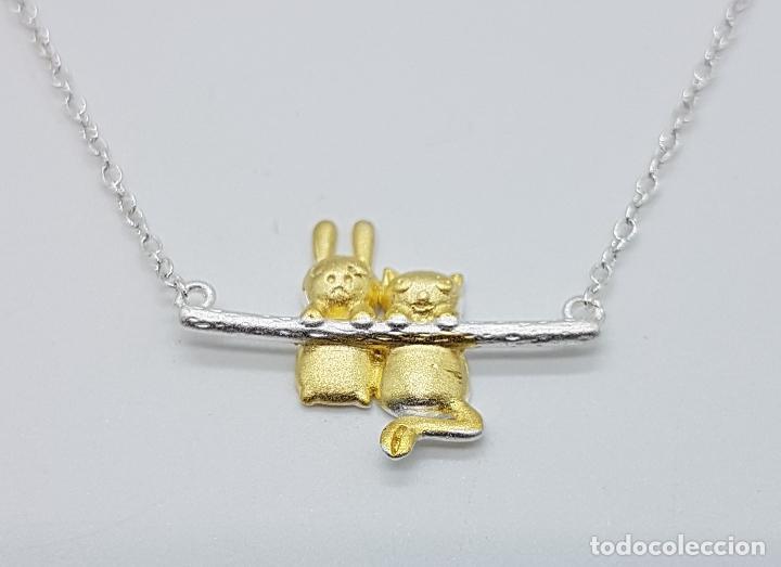Joyeria: Bella gargantilla en plata de ley contrastada y oro de 18k, con gato y conejo en relieve . - Foto 4 - 103225691