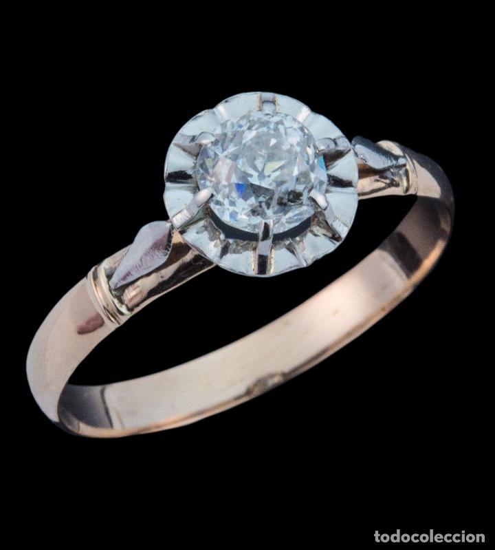 45b72c20a313 Exquisita Sortija Solitario de oro 18 kt con gran diamante de medio quilate  0