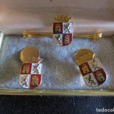 Joyeria: GEMELOS Y ALFILER DE CORBATA CON EL ESCUDO DE CASTILLA Y LEON CHAPADO EN ORO. Lote 115346219