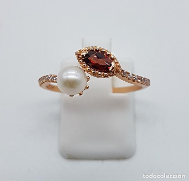 Joyeria: Bella sortija de estilo victoriano en plata de ley, oro de 18k, circonitas, perla y granate . - Foto 2 - 103778531