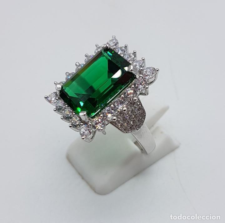 Joyeria: Magnífico anillo de estilo Victoriano en plata de ley, circonitas y topacio verde talla esmeralda . - Foto 2 - 103783015