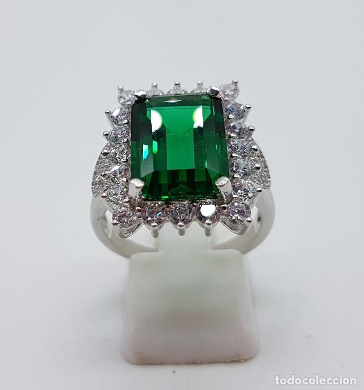 Joyeria: Magnífico anillo de estilo Victoriano en plata de ley, circonitas y topacio verde talla esmeralda . - Foto 3 - 103783015