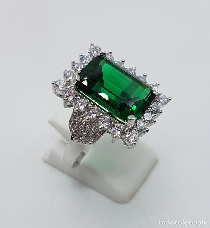 Joyeria: Magnífico anillo de estilo Victoriano en plata de ley, circonitas y topacio verde talla esmeralda . - Foto 4 - 103783015