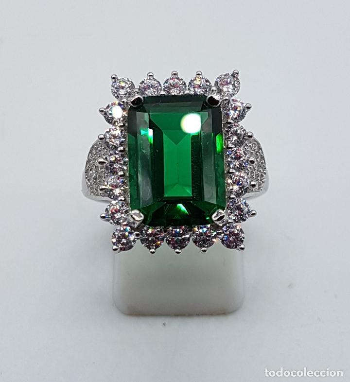Joyeria: Magnífico anillo de estilo Victoriano en plata de ley, circonitas y topacio verde talla esmeralda . - Foto 5 - 103783015