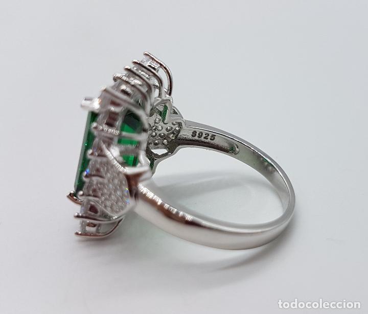 Joyeria: Magnífico anillo de estilo Victoriano en plata de ley, circonitas y topacio verde talla esmeralda . - Foto 7 - 103783015