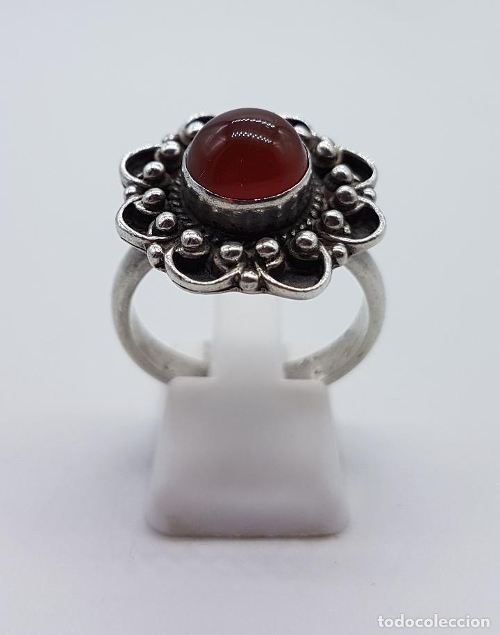 Joyeria: Anillo antiguo en plata de ley punzonada con bellos relieves y cabujón de ágata roja autentica . - Foto 2 - 104194155