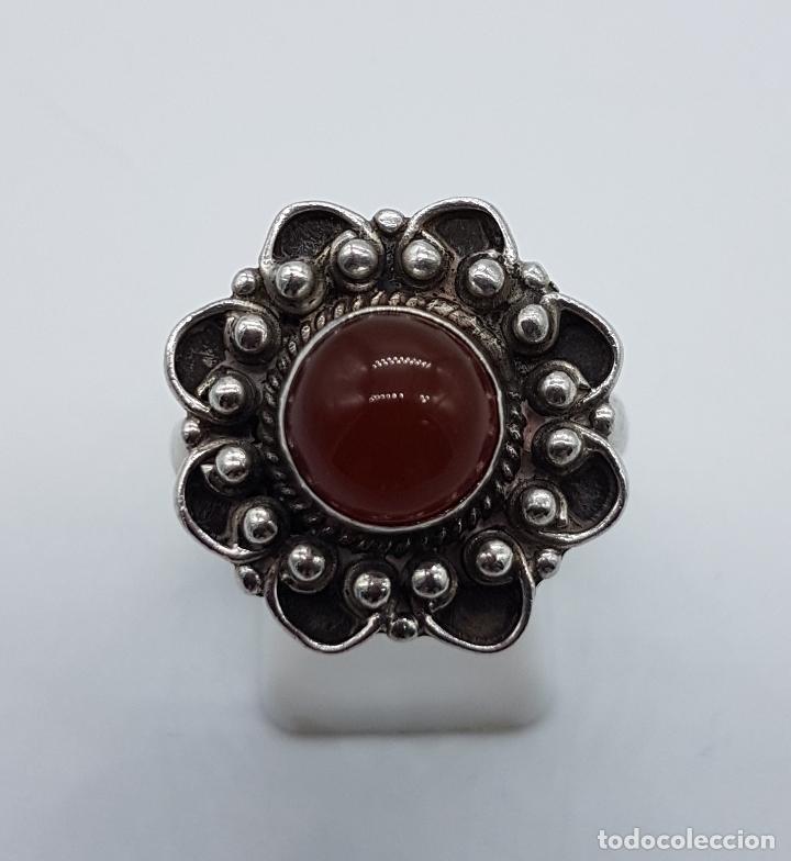 Joyeria: Anillo antiguo en plata de ley punzonada con bellos relieves y cabujón de ágata roja autentica . - Foto 4 - 104194155