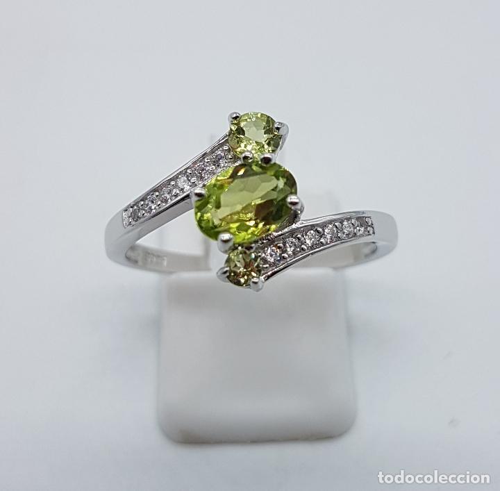 Joyeria: Bella sortija de estilo vintage en plata de ley, olivinas , y circonitas talla brillante . - Foto 2 - 154591658
