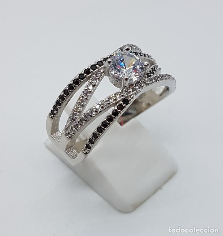 Joyeria: Bella sortija de estilo clasico en plata de ley contrastada, circonitas y azabaches talla brillante. - Foto 3 - 133664735