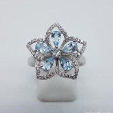 Joyeria - Magnífica sortija en forma de flor de plata de ley, circonitas y aguamarinas talla lagrima . - 105118847