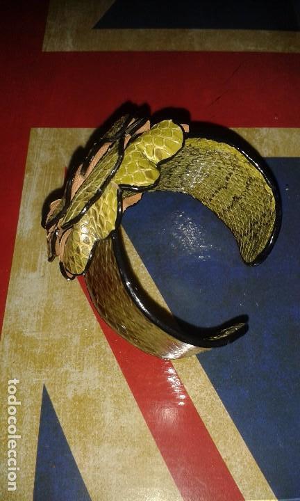 Joyeria: Pulsera brazalete retro de piel de serpiente autentica, forma de flor, vintage años 70 - 80s - Foto 6 - 105897975