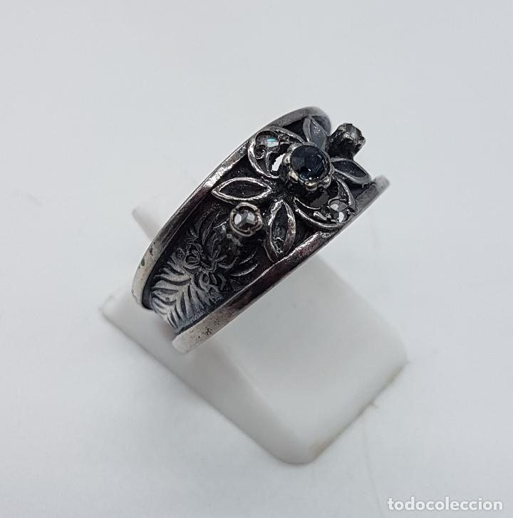 Joyeria: Anillo antiguo Victoriano en plata de ley punzonada bellamente labrada con circonitas y zafiro . - Foto 4 - 180028506